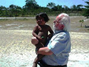 Don Serafino durante un suo viaggio missionario